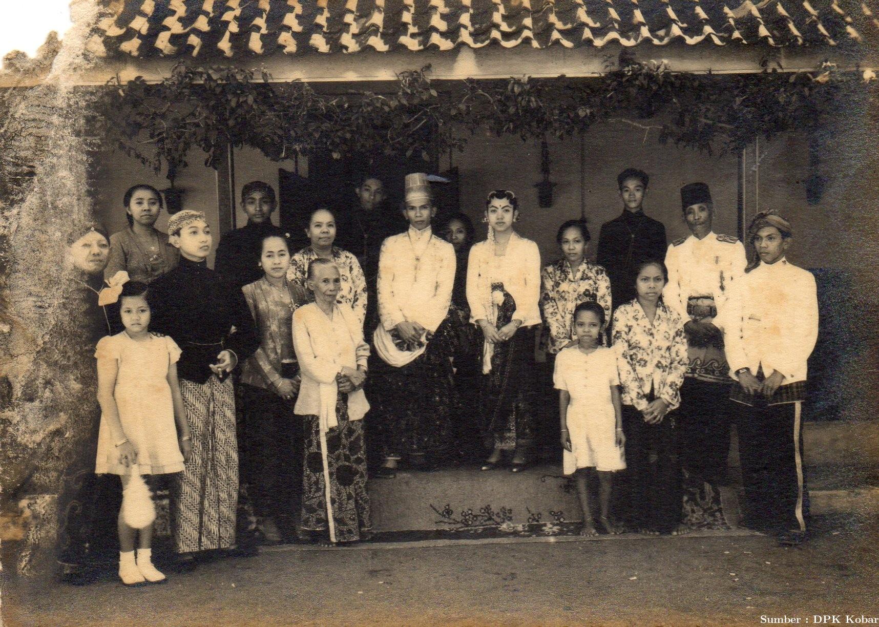 Pernikahan Sultan XIV P.R. Alamsyah dan Permaisuri di Solo, tahun 1942.